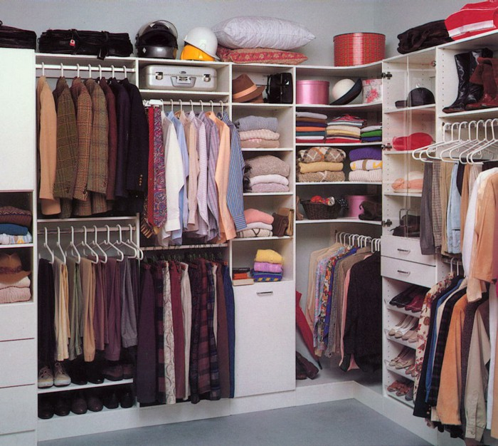 bedrooms-with-walk-in-wardrobe-expensive-family